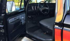 1979-Ford-F250-with-460ci-V8-and-automatic-4