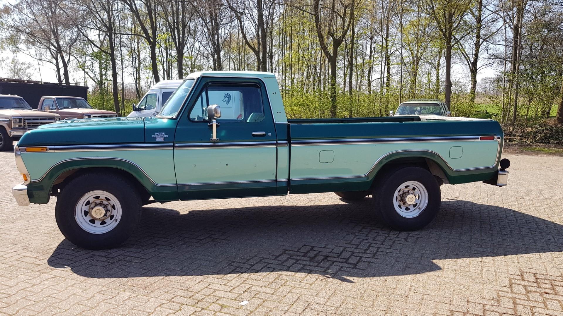 1979-Ford-F250-XLT-Ranger-460ci-V8-2