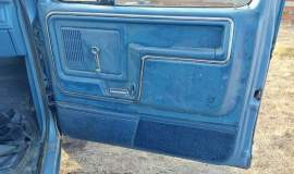 1981-Ford-F250-Camper-Special-4x4-351m-V8-13