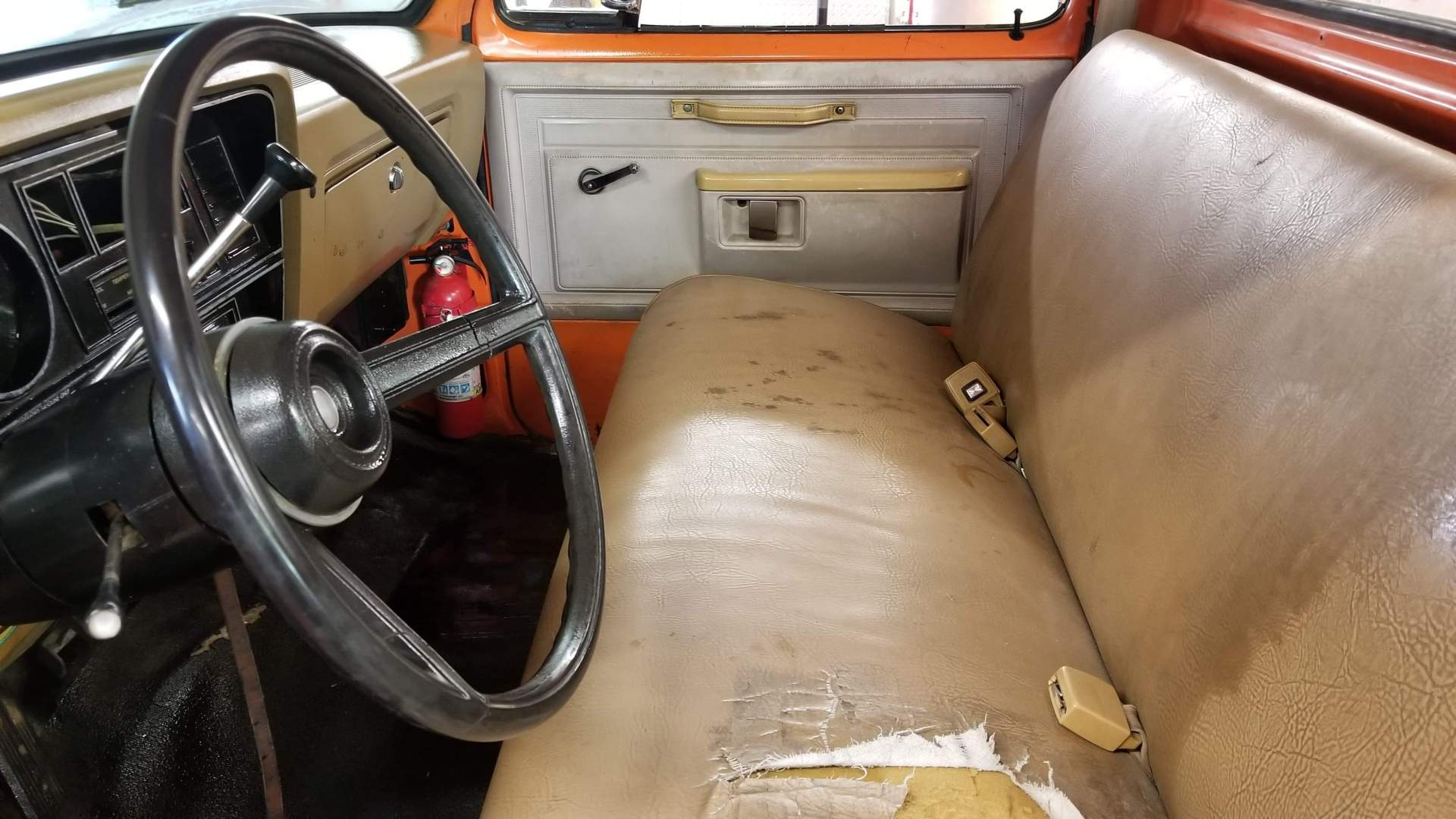 1982-Dodge-Ram-D20-318ci-V8-18
