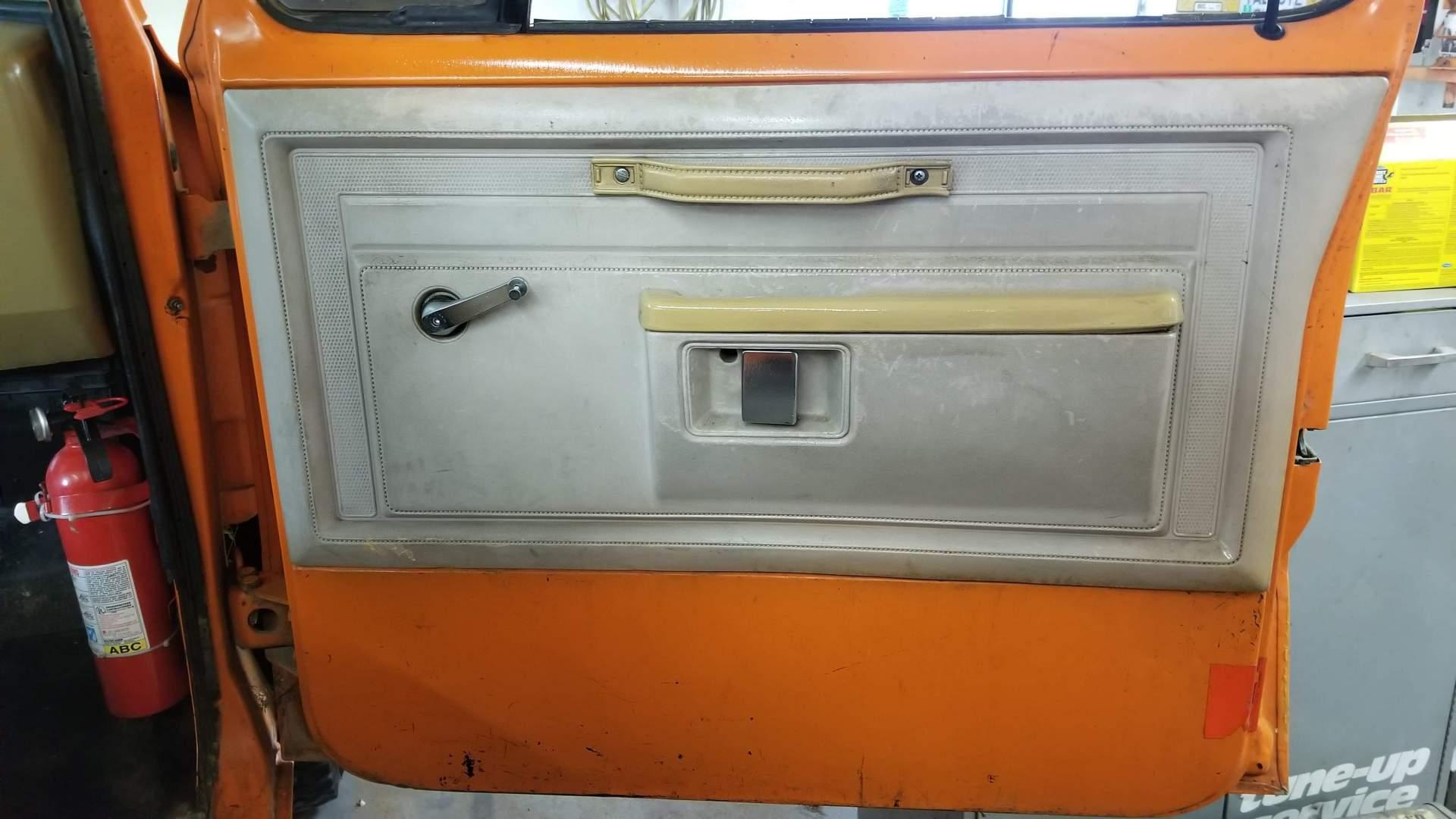 1982-Dodge-Ram-D20-318ci-V8-31