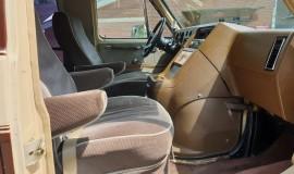 1983-Chevy-Lowtop-Van-5.0L-V8-11