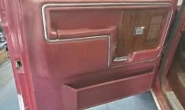 1983-Ford-Bronco-XLT-Lariat-4x4-351w-15