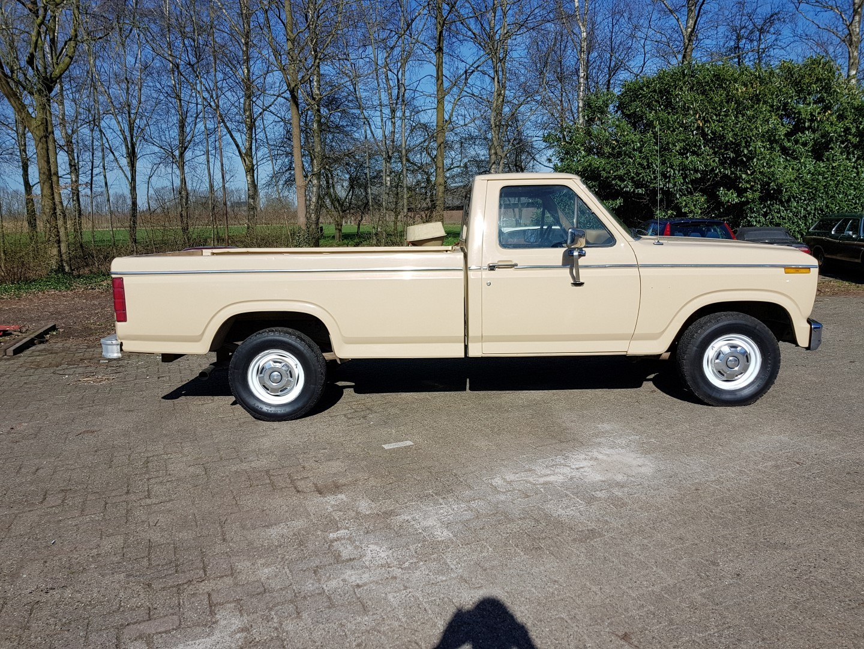 1983 Ford F150 302ci V8 (6)