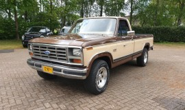 1983-Ford-F250-with-302ci-V8-and-automatic-transmission-with-overdrive-2