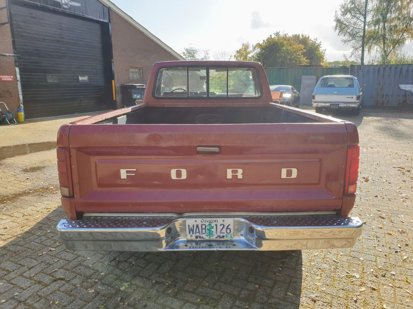 1985-Ford-F250-with-302ci-V8-and-4-speed-automatic-4