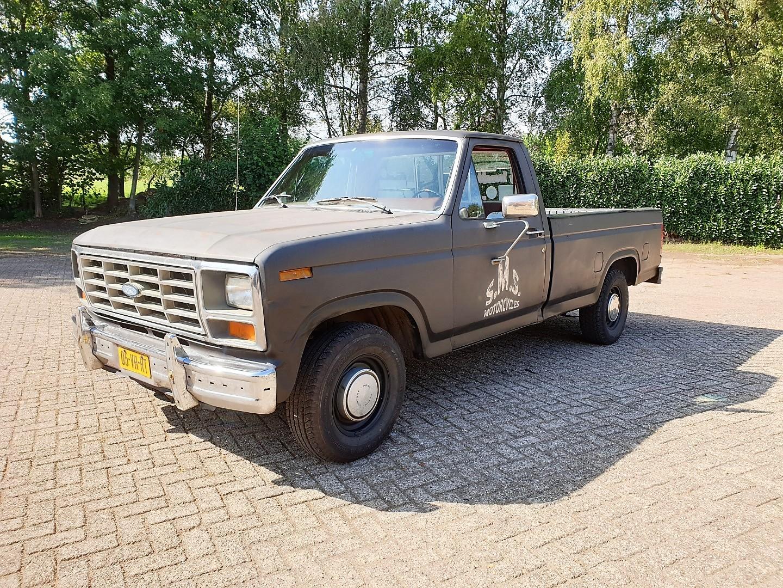 1986-Ford-F150-5L-V8-4-speed-1