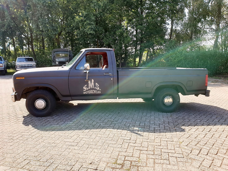 1986-Ford-F150-5L-V8-4-speed-2