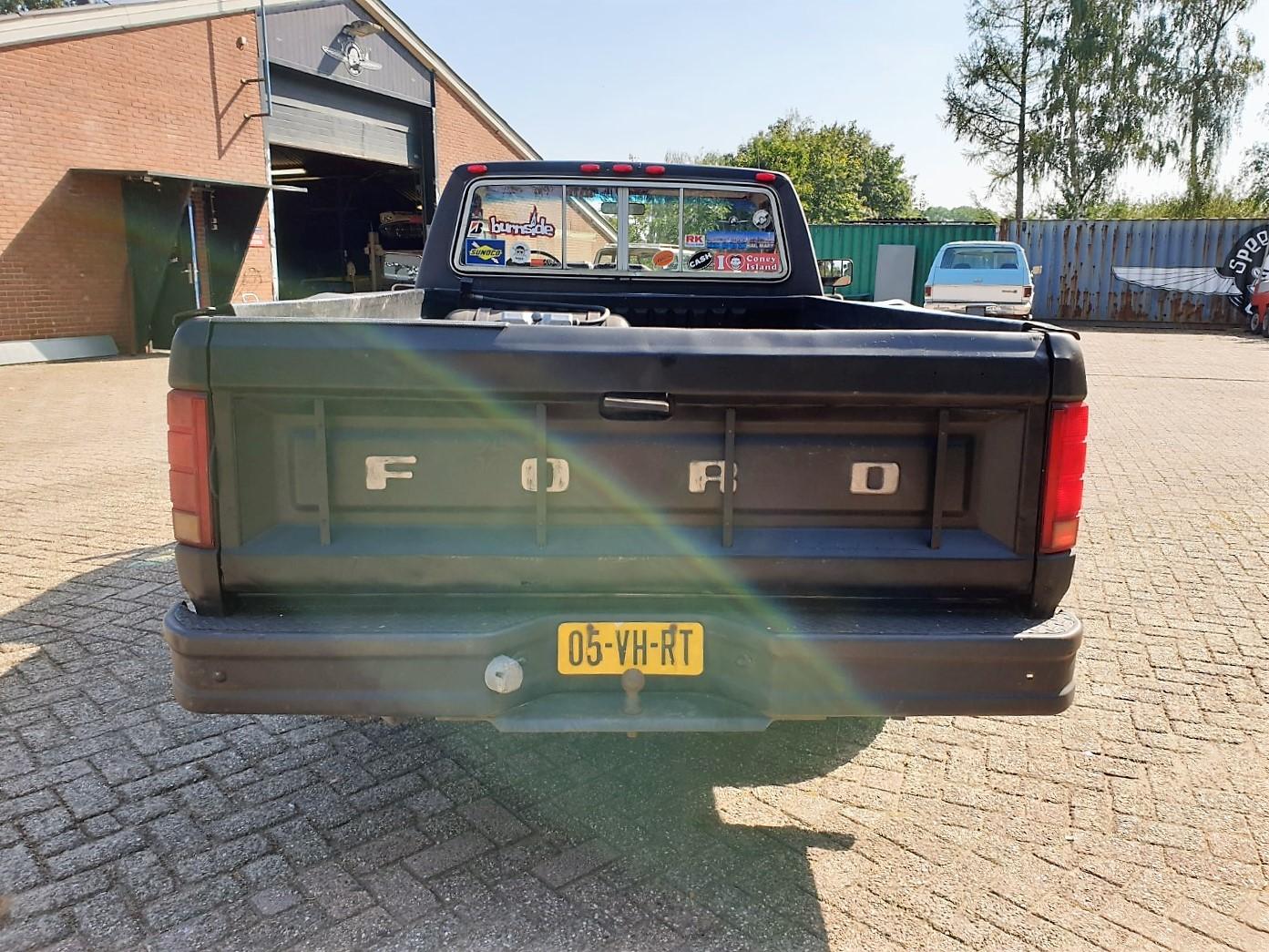 1986-Ford-F150-5L-V8-4-speed-4