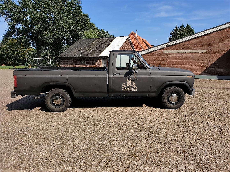1986-Ford-F150-5L-V8-4-speed-7