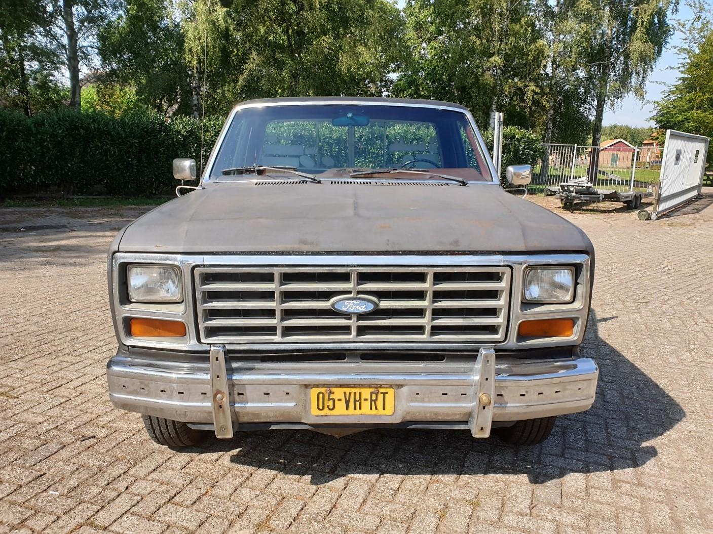 1986-Ford-F150-5L-V8-4-speed-9