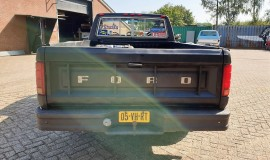 1986-Ford-F150-5L-V8-4-speed-4