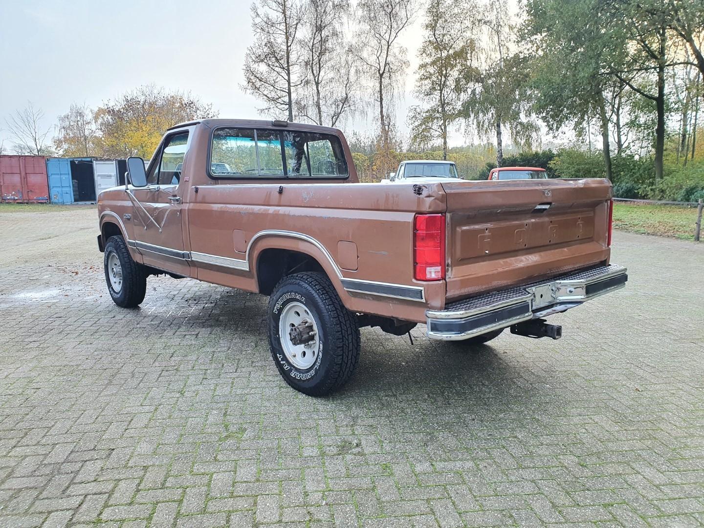 1986-Ford-F250-4x4-Lariat-460ci-V8-3
