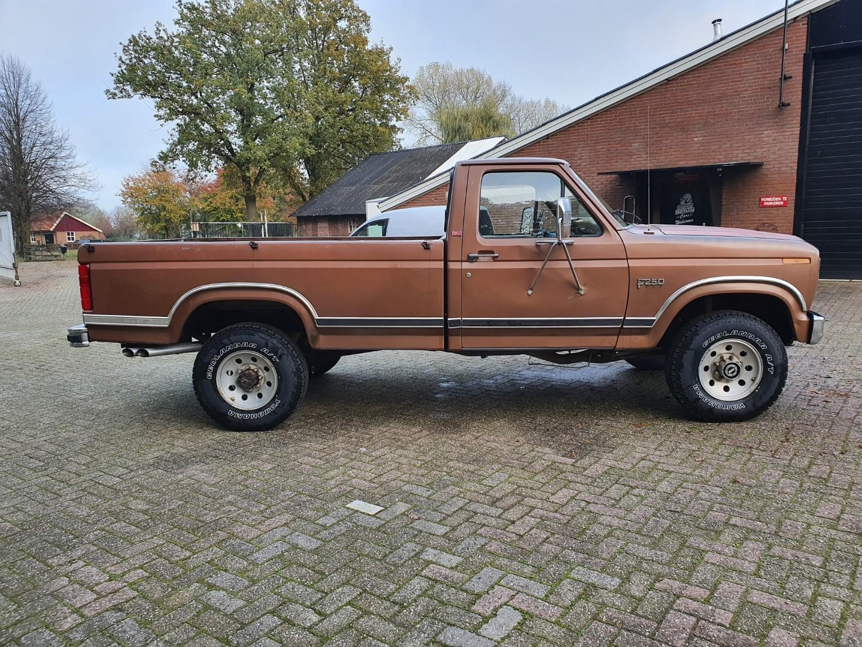 1986-Ford-F250-4x4-Lariat-460ci-V8-7