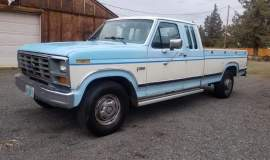 1986-Ford-F250-SuperCab-Lariat-460ci-V8-blue-white-1