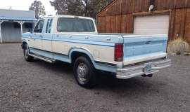 1986-Ford-F250-SuperCab-Lariat-460ci-V8-blue-white-4