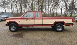 1986-Ford-F250-XLT-Lariat-SuperCab-with-460ci-V8-and-automatic-2