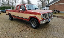1986-Ford-F250-XLT-Lariat-SuperCab-with-460ci-V8-and-automatic-8