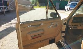 1986-Jeep-Grand-Wagoneer-4x4-360i-12