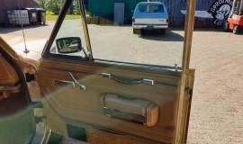 1986-Jeep-Grand-Wagoneer-4x4-360i-17