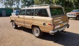 1986-Jeep-Grand-Wagoneer-4x4-360i-3
