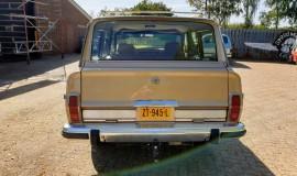 1986-Jeep-Grand-Wagoneer-4x4-360i-4