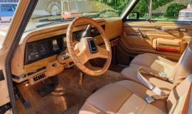 1986-Jeep-Grand-Wagoneer-4x4-360i-9