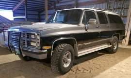1989-Chevrolet-Suburban-2500-350ci-V8-01