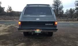 1989-Chevrolet-Suburban-2500-350ci-V8-1