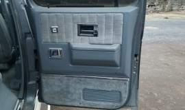 1989-Chevrolet-Suburban-2500-350ci-V8-2