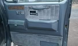 1989-Chevrolet-Suburban-2500-350ci-V8-4