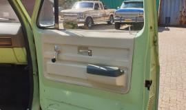 1975-Chevrolet-C20-Custom-Deluxe-350ci-13