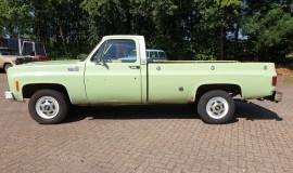 1975-Chevrolet-C20-Custom-Deluxe-350ci-2